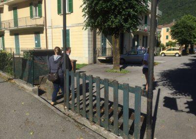 Uno steccato ricorda l'ngresso pedonale al villaggio MFR, primo sopraluogo